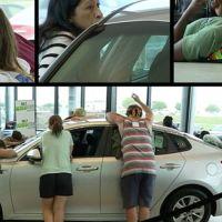 گاڑیوں کو چومنے کا مقابلہ، مسلسل 50 گھنٹے تک گاڑی سے بوس و کنار کرنیوالی خاتون کار جیت گئی