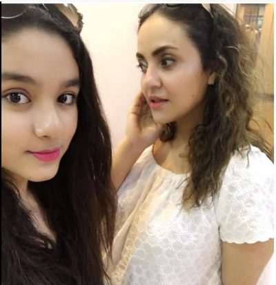 nadia-khan-daughter-e1481834493299