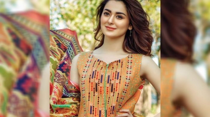 hania-amir-hot-photo-shoot-firdous-lawn-2017.jpg