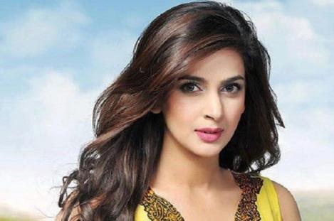 Pakistani-Actress-Saba-Qamar-to-make-Bollywood-Debut-in-Hindi-Medium-opposite-Irrfan-Khan