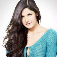 بالی ووڈ اداکارہ زرین خان سےمداحوں کی دست درازی
