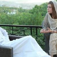 عمران خان کی مسکراہٹ قاتلانہ ہے، جب وہ چل کر آتے ہیں تو ہم سب بھول جاتے ہیں، زرتاج گل