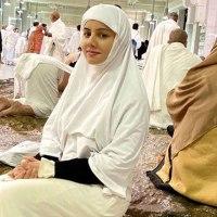 رابی پیرزادہ نے عمرے کی سعادت حاصل کر لی